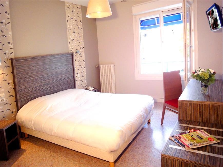 double conomique confort hotel pas cher lorient les. Black Bedroom Furniture Sets. Home Design Ideas